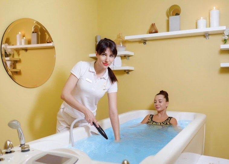 ручной массаж в гидромассажной ванне